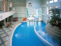 温水プールなので一年中お楽しみいただけます♪ウォータースライダーも大人気!