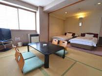 *和洋室(ファミリールーム)お部屋でインターネットも可能です。