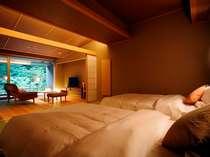 和ベッドと庭園を一望できる展望風呂付客室(AYタイプ)