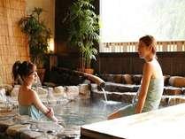 半露天風呂・椿の湯。美人の湯といわれる湯原のお湯を満喫♪