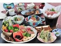 季節の前菜と野菜の盛込みが人気