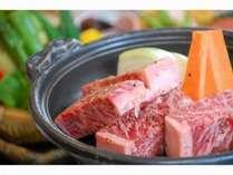 豪快に肉厚ステーキをジュージュー焼いてお召し上がりください