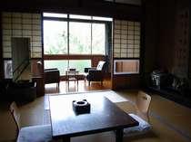 【客室】各部屋、異なったつくりを愉しめる客室は趣き溢れる造り/例