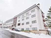 *一の瀬ファミリースキー場の目の前にあるホテルです。ゲレンデまで徒歩0分!