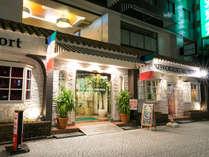 「レトロ感満載のホテルの外観」阿波座駅①番出口より徒歩1分!
