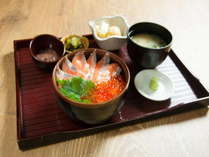 【サーモンいくら丼】ご朝食は5種類からお選び頂けます。