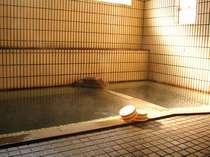 男女別にある大浴場です。「あったまるね~」とリピートしてくれるお客さまも多い人気の湯