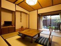 【離れ】専用の露天風呂が付いた離れのお部屋です。周りを気にせずお好きな時間に温泉をお楽しみ頂けます。