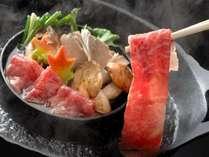 【高見屋名物すきしゃぶ鍋】オリジナル鍋で、すき焼きとしゃぶしゃぶの両方を食べ比べ(一例)