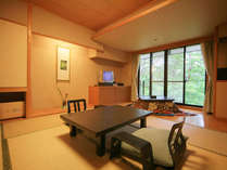 【掘り炬燵付和室】日本の懐かしい雰囲気のお部屋で、人気の客室です。