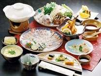 特選とらふくAコース。絶品ふく寿司が三貫ついています。ふく刺しもBプランより増量です。