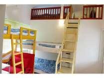 室内には2段ベッドあり、ロフトもありで最大5名まで宿泊可能☆