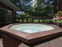 【風呂】ジャグジー露天風呂で優雅なひとときをお過ごしください