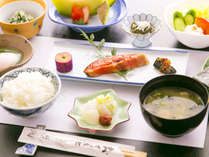 ■ご朝食■栄養バランスを考え地元の新鮮な食材を使用した【身体に優しい】和朝食