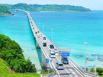 エメラルドグリーンを跨ぐ絶景! 【角島大橋】 は、当館から車で海沿いに約40分!
