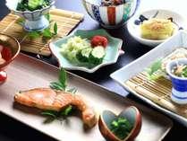 【朝食一例】朝から元気満タン!旅館の朝ごはんをごゆっくりとお楽しみ下さい