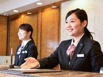 24時間コンシェルジュがお客様の滞在を全力でサポート!心からの笑顔とおもてなしでお迎えいたします。