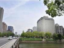 元安川対岸より望むホテルサンルート広島