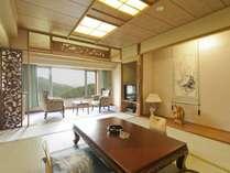 【新館和室】10帖の広さがありお風呂・トイレは分かれております。