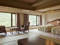 【新館和洋室】12帖の畳とベッドが2台の和洋室タイプのお部屋。