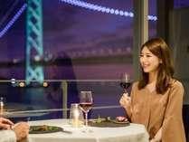 明石海峡大橋と淡路島を一望できるレストラン。