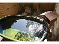 陶器の貸切露天風呂一例