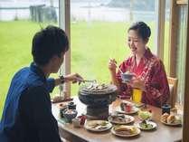 自分のテーブルで七輪で焼く干物は絶品です!