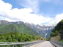 北アルプス大橋までお車で5分♪登山のご相談は山岳救助隊も務めるシェフ:河上まで!