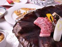 """*お夕食一例(朴葉味噌ステーキ)/飛騨高山の郷土料理""""朴葉味噌""""をメインとしたコース料理。"""