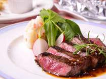 *お夕食一例(洋風ステーキ)/自家製の特製ソースで仕上げた飛騨牛ステーキ。最高の贅沢です!