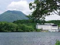 ◆阿寒湖のほとりに建つホテル阿寒湖荘