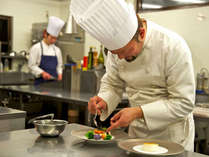 【シェフ】一品一品が渾身のお料理。細やかな配慮と素材の味を活かしたフレンチをご提供。