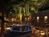 【森の散歩湯WOOD SPA】静寂な夜の露天風呂。北湯沢の森林の声に耳を傾けてみては。