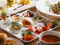【夕食ブッフェ一例】旬食材をふんだんに使用した和洋中の創作メニューです。