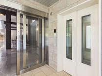 【大浴場DAI-NO-JI】内風呂から露天風呂へはエレベーターを設置しております。
