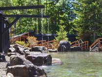 【大露天風呂HOSHI★ZORA】夏の日差しが眩しく心地よい晴天の日。