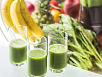 【朝食ブッフェ一例】果物と野菜の栄養が詰まった濃厚なミックスジュース「緑の朝」。