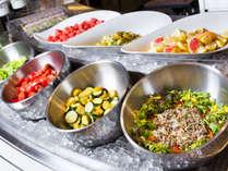 【朝食ブッフェ一例】新鮮な野菜をたっぷりとお楽しみください。