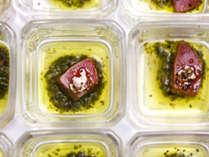 【夕食ブッフェ一例】ワインがすすむ一口サイズの冷製メニュー。