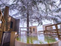 【森の散歩湯WOOD SPA】夏と一変し、冬は風情ある湯浴みをお楽しみ頂けます。