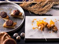 【9~11月限定・夕食ブッフェ】地元の伊達鶏とうずらの串焼きなど地元食材をふんだんに。