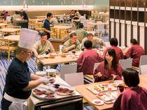 【夕食ブッフェ一例】ご好評のワゴンサービス。出来立てメニューをお席にお持ち致します。