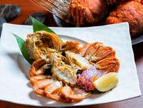 夕食時に、プラン特典として毛蟹をご用意致します。