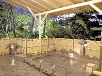 庭園を眺める露天風呂
