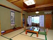 402号室「竹の間」12畳で広めのお部屋です。眺めも抜群です。