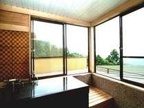 金時山から明星ヶ岳を見渡せる、源泉掛け流しの絶景のお風呂です。