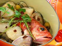 旬の魚のアクアパッツア ボンファム特製ルクルーゼのフレンチ鍋