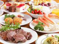 夕食は、和洋中デザートの食べ放題バイキングをご用意しております。