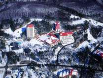 【ホテルヴィレッジ全景】標高1200メートルに広がる冬のホテルヴィレッジ