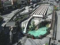 【草津温泉湯畑】草津温泉の中心にあり、観光名所の一つ。ホテルから草津温泉街まで徒歩約15分です。